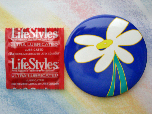 "3"" Daisy Button w/condom"
