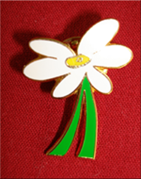 *White Daisy Lapel Pin